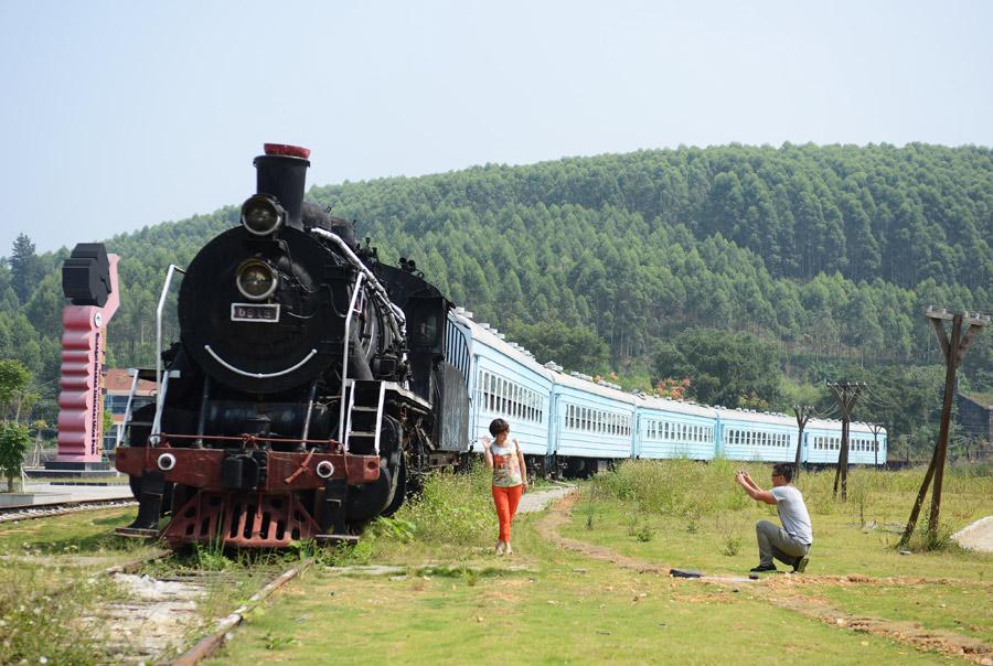 广西合山:废弃矿井华丽变身主题景区