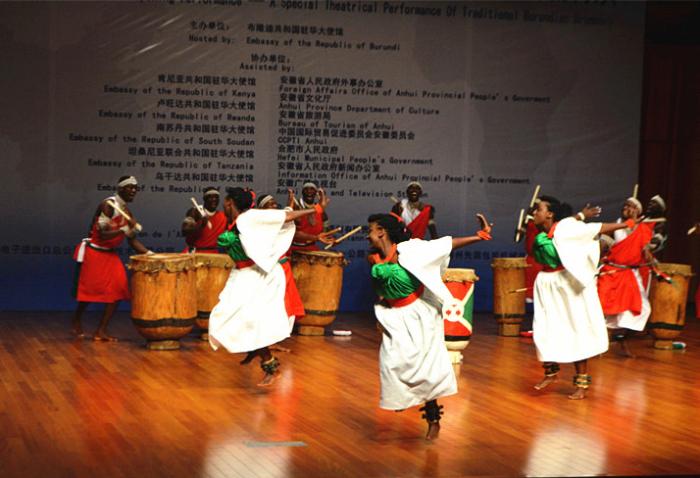 """""""中非文化周""""交流演出:布隆迪传统大鼓带来非洲之声"""