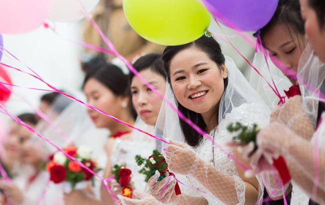 安徽淮北66对新人举办集体婚礼