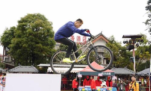 楚雄站比赛 自行车表演