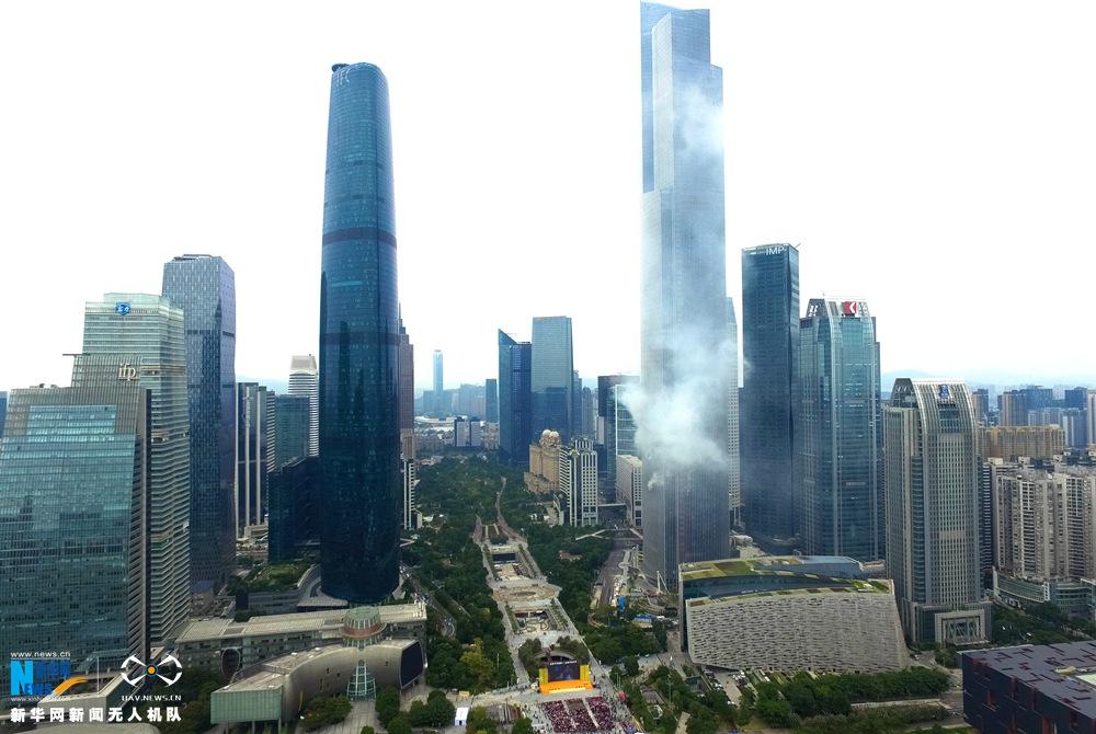 新华网航拍:广州东塔大型高层消防演练