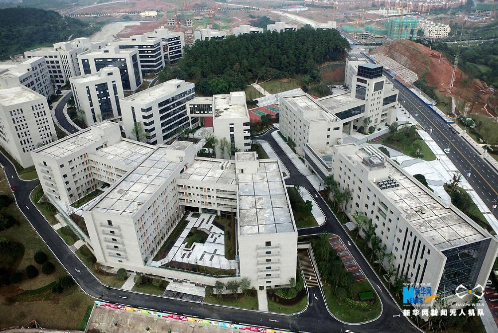 重庆互联网学院位于两江新区照母山科技创新城.