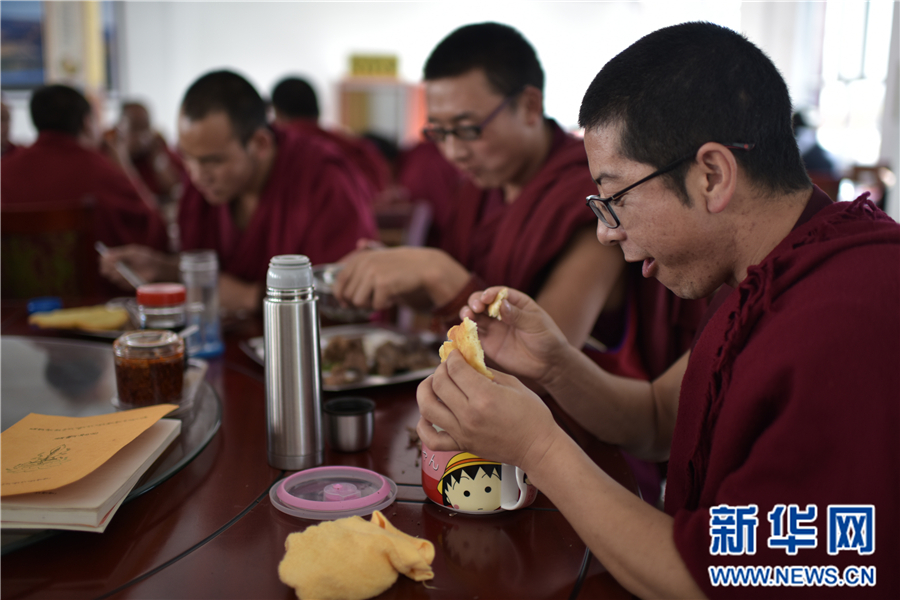 青海省藏语系佛学院首届学衔班开班