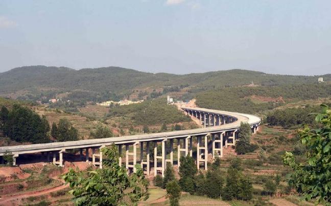 走普宣高速 可赏世界第一高桥