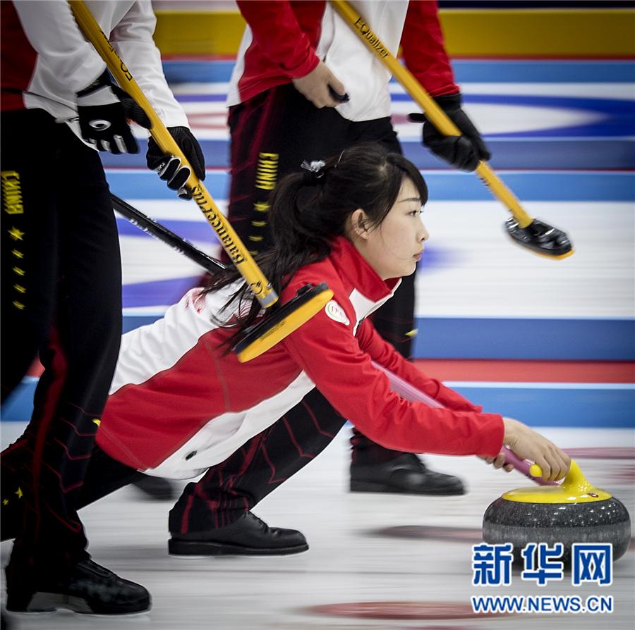 冰壶——国际邀请赛:中国女队胜芬兰女队