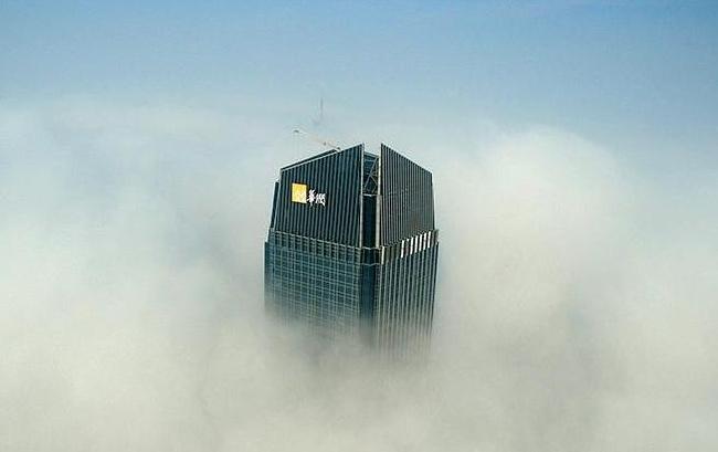 新華網航拍:空中俯瞰2017年首場大霧中的合肥地標