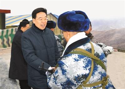 吴英杰看望慰问空军拉萨指挥所甘巴拉雷达站官兵