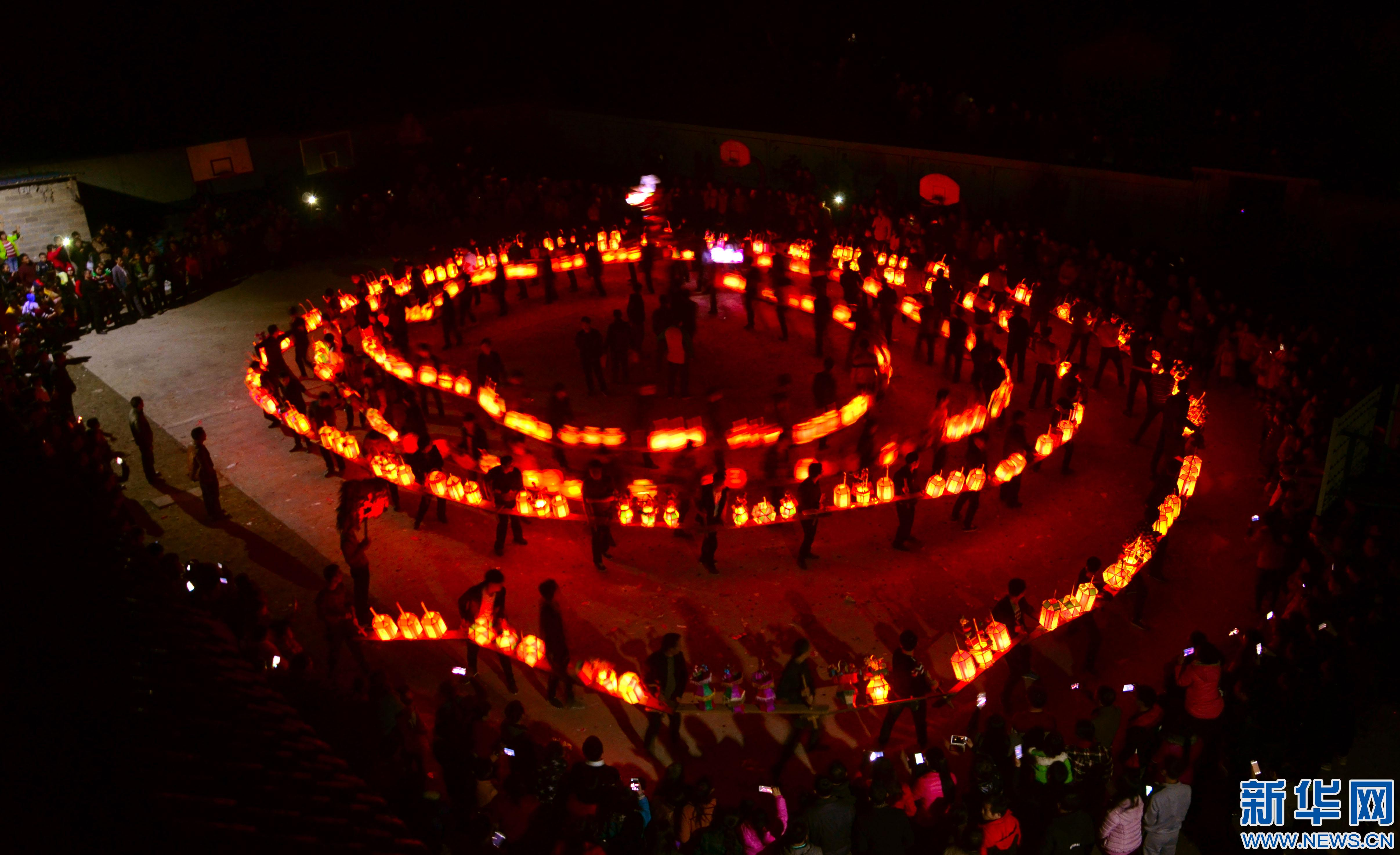"""江西石城县400米""""长龙""""板桥灯舞山乡"""