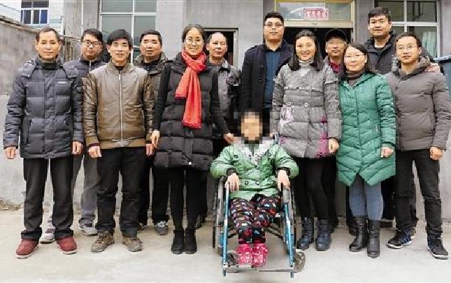 12名乡村教师接力上门送课 轮椅女孩不一样的第一课