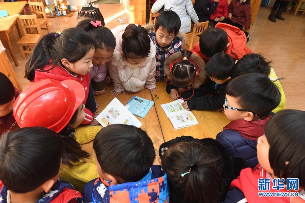 安徽滁州:开学第一课 娃娃学安全