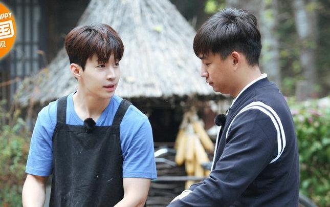 《向往的生活》黄磊传授刘宪华厨艺 土灶做出汉堡包