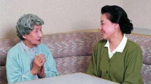 人老了为啥爱唠叨? 可延缓衰老