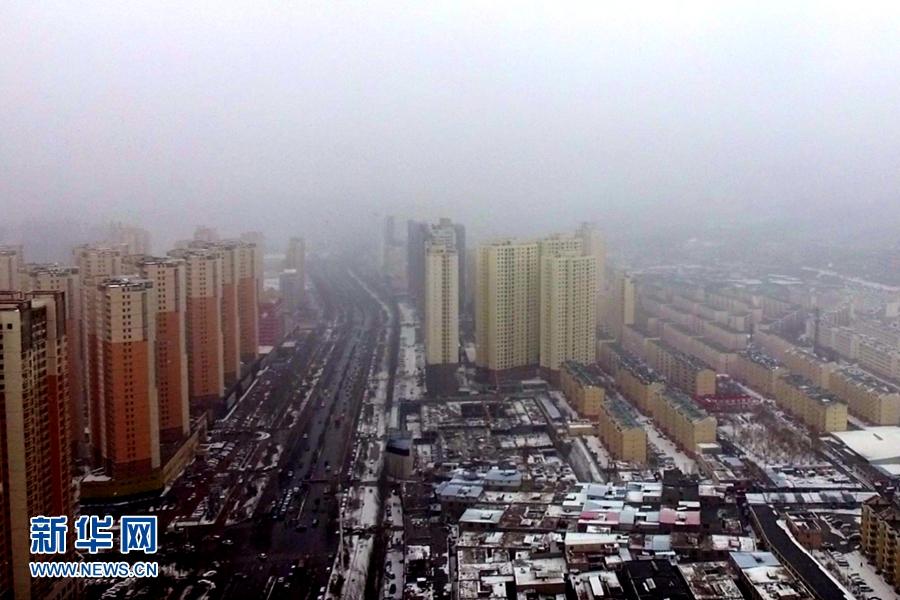 航拍:春雪落西宁 景致别样美