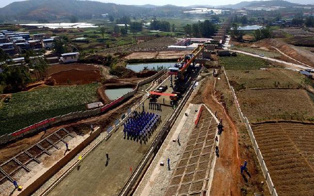 成昆铁路扩能改造工程永广铁路开始铺架 贯通后昆明7小时可达成都