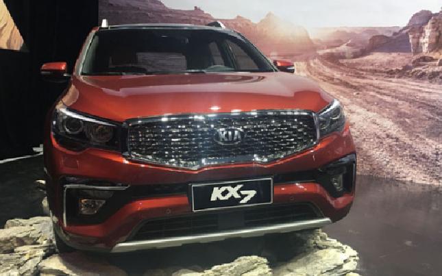 起亚KX7尊跑上市 售价17.98万-24.48万元