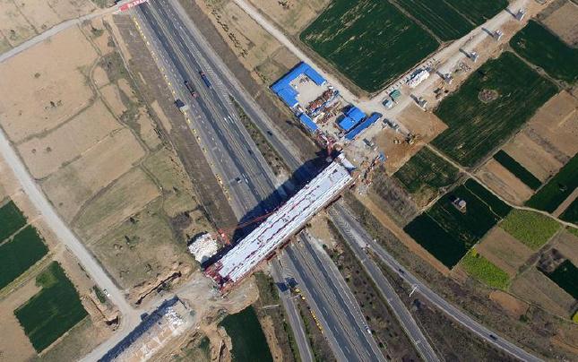 【航拍】郑万铁路跨永登高速箱梁浇筑完工