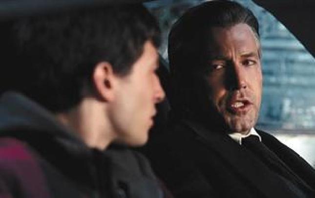 """《正义联盟》集合超级英雄 蝙蝠侠超能力就是""""有钱"""""""