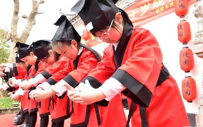 安徽铜陵:十岁成长礼 学会感恩情