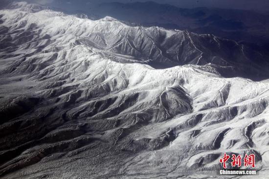 """新发现证实""""世界屋脊""""在2600万年前是低地"""