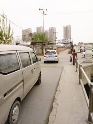 农业用桥成车辆通行要道 桥梁多处受损令人担忧