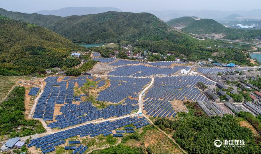 长兴:废弃矿山建起光伏电站