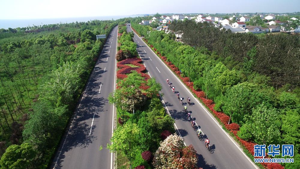 新华网航拍:2017环巢湖全国自行车公开赛