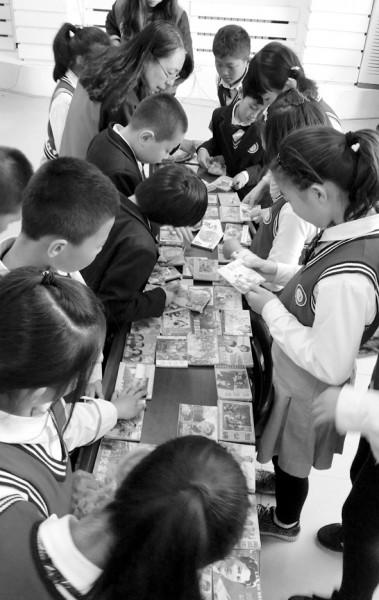 沈阳:4000余本小人书送进校园给孩子们免费看
