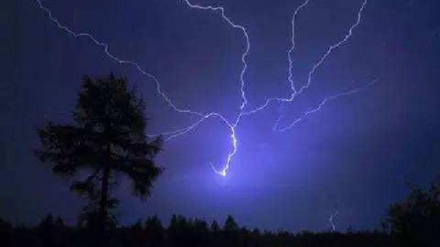 专家提醒:强雷电天气切忌持金属物在室外停留