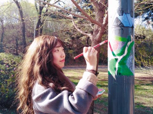 沈阳农业大学校内灯杆卡通图形很可爱