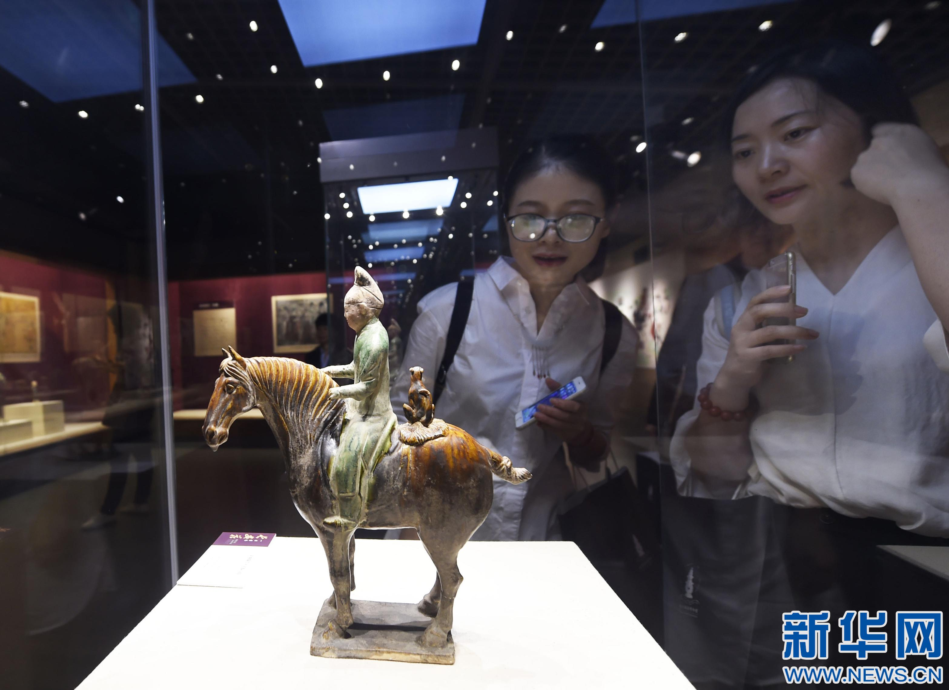杭州举办唐三彩精品展