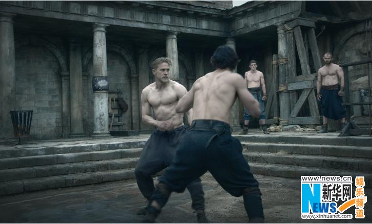 《亚瑟王:斗兽争霸》曝石中剑片段 贝克汉姆登中国银幕