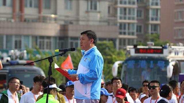 营口经济技术开发区管委会主任、鲅鱼圈区区长李宏振主持开幕仪式