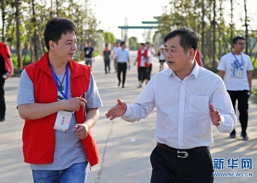 记者采访楚国林