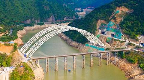 汉坪高速石门水库钢管拱特大桥主拱合龙