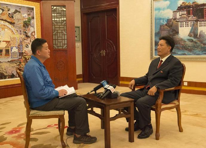 西藏自治区主席洛桑江村谈西藏铁路事业的过去和未来