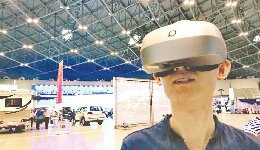 VR技术亮相龙城车展
