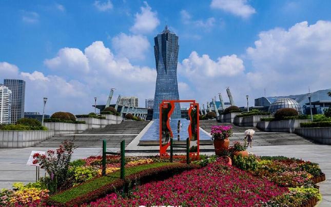 京杭大运河立体花坛亮相西湖文化广场