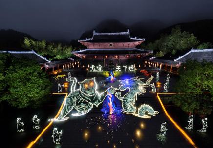 江西龙虎山:光绘高手绘出流光溢彩