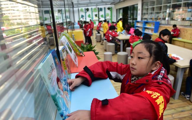 合肥:图书走廊里乐享阅读