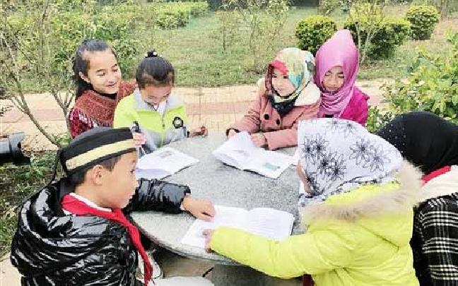 文山:每周一节民族课各族学生一家亲