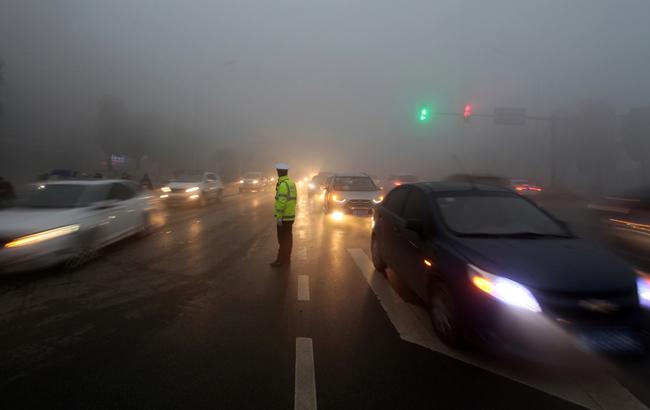 阜陽:霧霾天氣 交警執勤忙