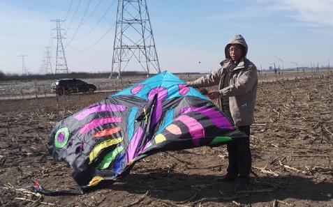 春季放风筝要远离高压线路