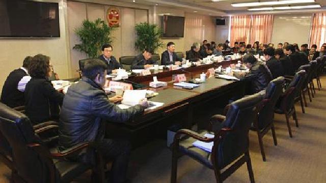 于洪区政府召开第十二届五十三次常务会议