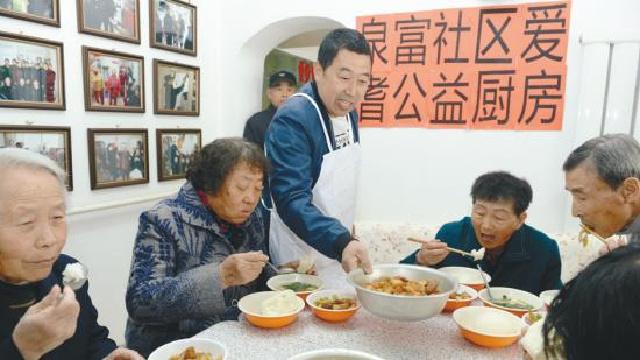 郑春江和他的社区公益厨房