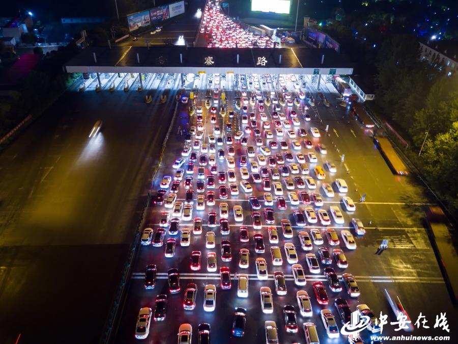 """航拍合肥绕城高速""""五一""""返程高峰:车辆拥堵似火龙"""
