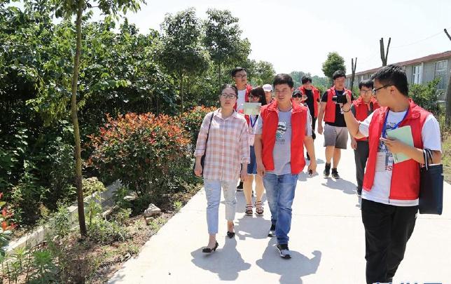 记者采访潘萍