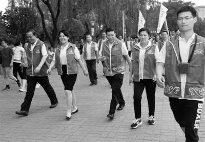 """郑州举行""""专家带您走向健康""""健步走活动"""