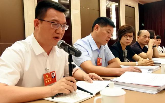 浙江省第十四次党代会:党代表审议党代会报告
