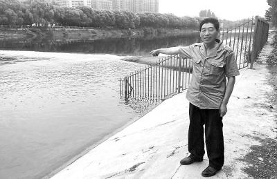 """漯河老人澧河中一周连救三条命 被村民称""""救人明星"""""""