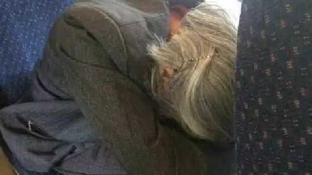 女生拒給站票老人讓座,你怎么看?